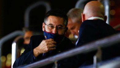 صورة رئيس برشلونة يخضع للعزل