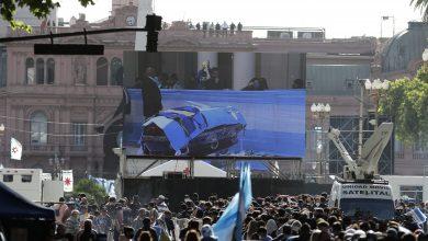 صورة نقل جثمان مارادونا لمقر الحكومة وحشود هائلة تشارك في وداعه